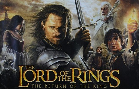 Who sings the song 'Into the West' during the end credits of LOTR 'Return of the King' ?