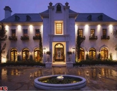 Located at 100 North Carolwood Drive in His Angeles, California, this house was Michael's final place of residence