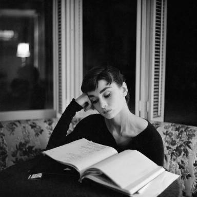 What mwaka did actress Audrey Hepburn pass on