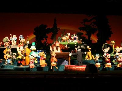From 1971 to 1983, The Mickey chuột Revue was a được ưa chuộng attraction in Magic Kingdom in Disneyworld