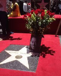 What ano did Luther Vandross postumously receive a estrela on the Hollywood Walk Of Fame