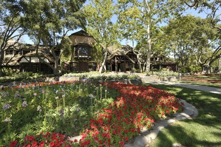 Between 1998 and 2005, Neverland Ranch was Michael Jackson's place of residence