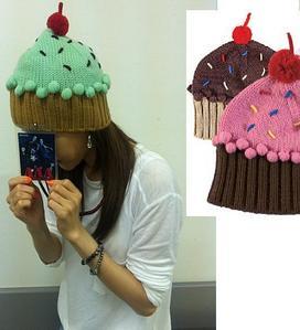 THIS DARA'S KNIT CHOCO MINT cupcake BEANIE WAS ibingiay sa pamamagitan ng