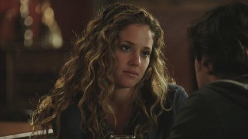 Who plays the character Amanda Clarke?