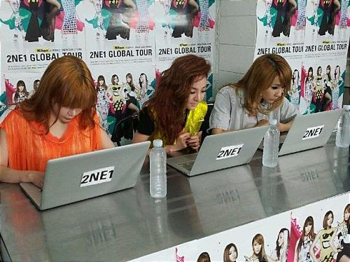 ON JULY 11,OVER 10 000 FANS WERE ABLE TO SPEND ONLINE ME2DAY CHAT WITH 2NE1 MEMBERS MINUS MINZY. WHICH MEMBERS SAID 'OUR FANS TYPING IS SO FAST,PLEASE TYPING IT SLOWLY'.