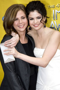 What is Selena's mom's maiden name?