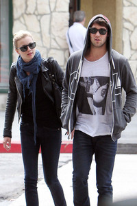T/F. Emily VanCamp & Josh Bowman are dating?