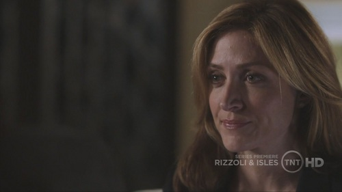 Maura's first scene in the pilot was with?