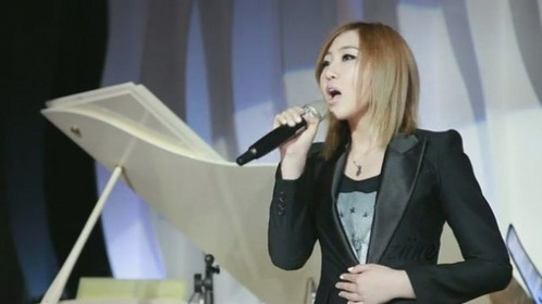 THE PHOTO SHOWS BEAUTIFUL MINZY SINGING AT A WEDDING CEREMONY HELD IN JUNE 2012.PICK THE RIGHT SONG.