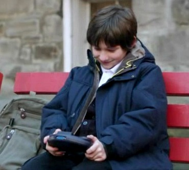 "Which game is Henry playing in this scene from 1x13 ""What Happened To Frederick""?"