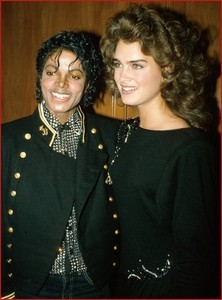 Brooke Shields was in attendance as Michael's ngày at a party held in his honor back in 1984