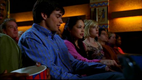 In Season 2 episode Accelerate, what classic horror movie are Clark, Pete, Lana and Chloe watching at the Talon?