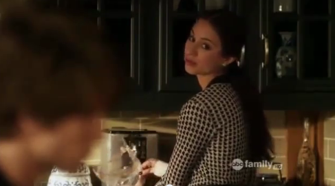 Why, according to Spencer {to Toby}, did Melissa threaten to break her thumbs?