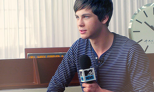 Logan Lerman&#39;s favorite color?<3xox