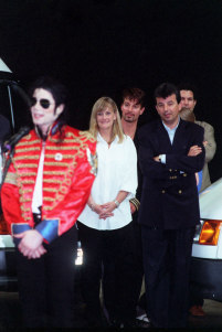 What era was this photograph of Michael and 秒 wife, Debbie Rowe, taken