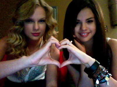 Does Selena Gomez go to Taylor mwepesi, teleka when she has a problem with a boyfriend?