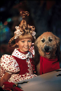"In the Movie ""the grinch"" how many perros did they use in the production for ""Max"" the dog part?"