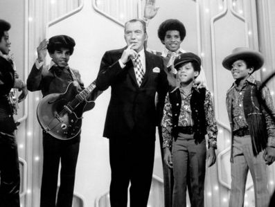 "As a member of the Jackson 5, made his first télévision appearance on ""The Ed Sullivan Show"", performing their first #1 hit, ""I Want toi Back"" back in 1969"