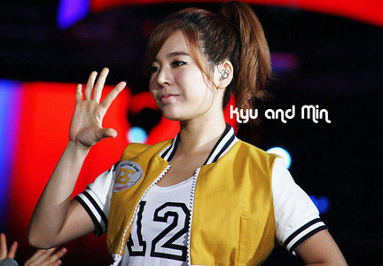 Why Sunny choose number 12 in her OH! mv?