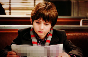 "In 1x08 ""Desperate Souls"", who is on the front page of the Storybrooke Daily Mirror when Henry is reading it?"
