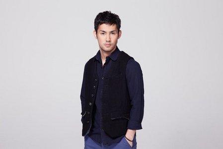 JPop singer Kousuke Atari. Which BLEACH song does he perform?