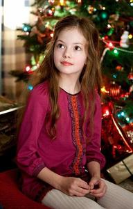 Including Mackenzie Foy,how many 여배우 played Renesmee Cullen in BD 2?