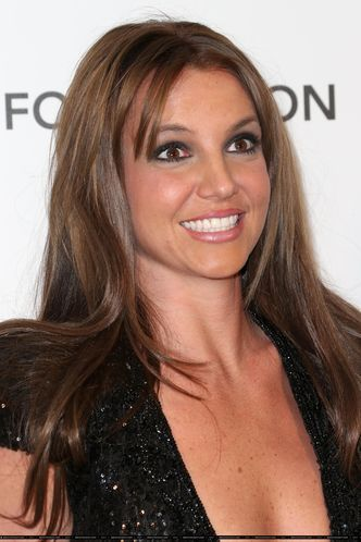 Where Britney showed new brown hair ?