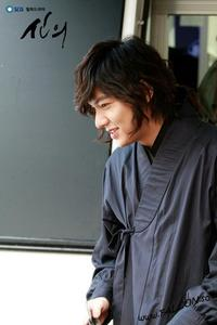 Who's girl that became Lee Min-ho's (General Choi Young) girlfriend on Faith?