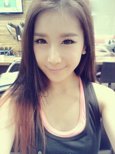 Cheska^Fiestar^ is fangirl of?