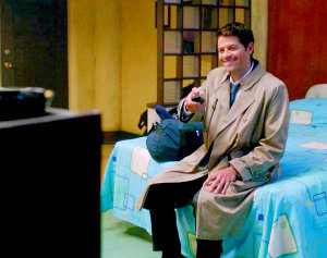 """In 8x08 """"Hunteri Heroici"""", at the motel, which cartoon is Castiel watching?"""