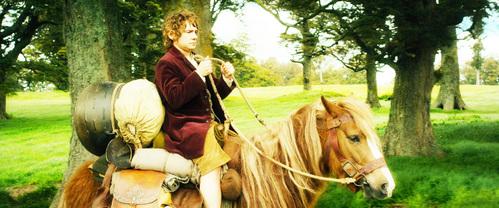MOVIE: Who lifted Bilbo to his pony?