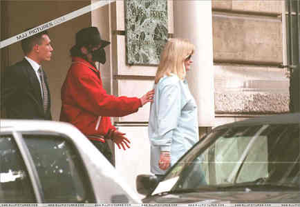 What country was this photograph taken of Michael and سیکنڈ wife, Debbie Rowe