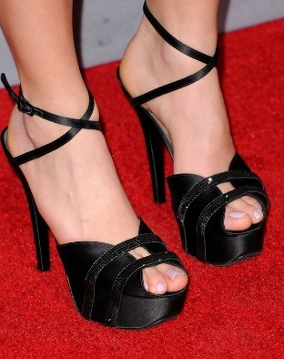 In what movie premiere did she wear these shoes?
