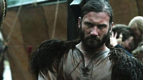 Who portrays the part of Rollo Lodbrok?