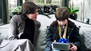 "In 1x13 ""What Happened to Frederick"",  what kind of a gift does Regina give to Henry?"