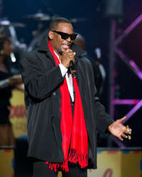 "Michael's #1 hit, ""You Are Not Alone"", was written 의해 R. Kelly"