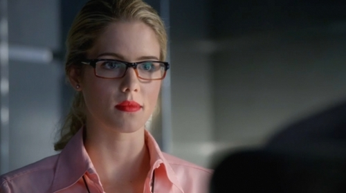 Which actor plays Felicity Smoak ?