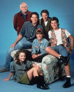 This is a cast foto of what '90s TV sitcom?