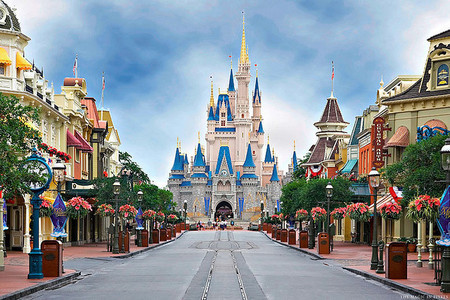 What geographic region is the inspiration  for the design of Main Street U.S.A at the Magic Kingdom?