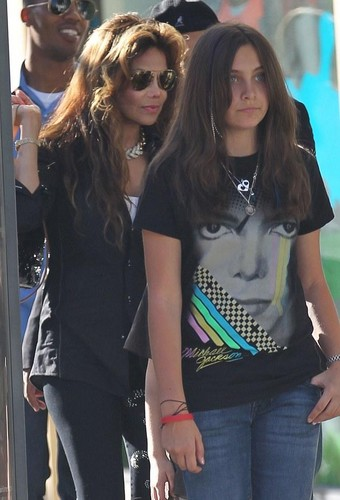 Latoya Jackson and her niece Paris Jackson ♥♥ (2010)