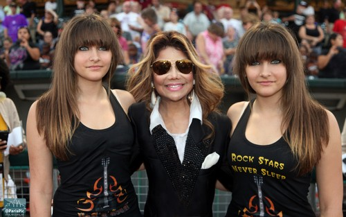 Paris Jackson Twins (@ParisPic)