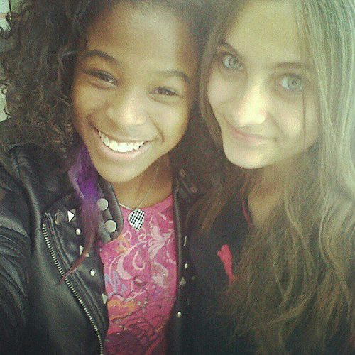 Paris's friend Nicka and Paris Jackson from early last Jahr 2011 ♥♥