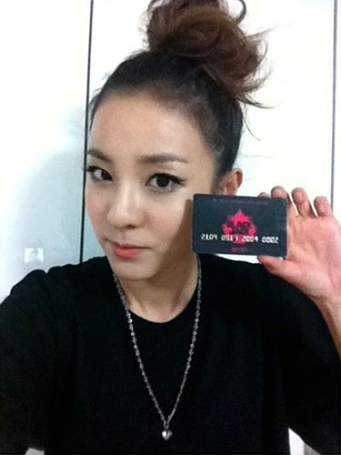 dara 2NE1 blackjack member card