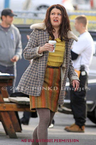 Emilie de Ravin on set