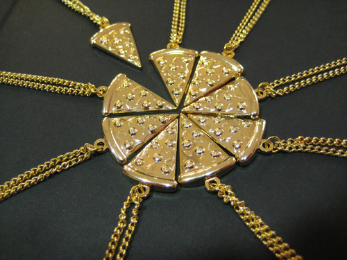dhahabu pizza Of Necklaces!!!! =O