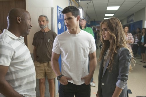 'Abduction' new behind the scenes mga litrato
