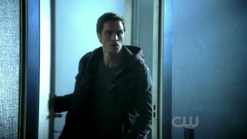 Devon Sawa as Owen Elliot in Nikita
