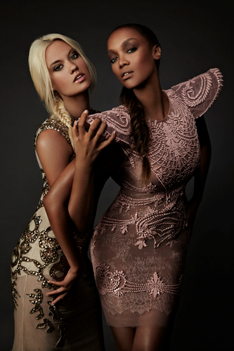 Laura James and Tyra Banks HQ các bức ảnh