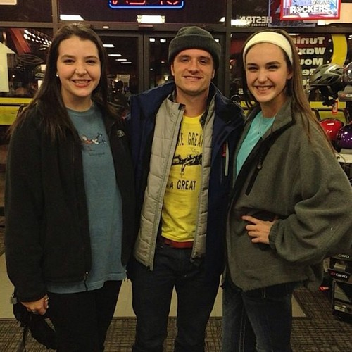 Josh yesterday with fans (12.27.2012)
