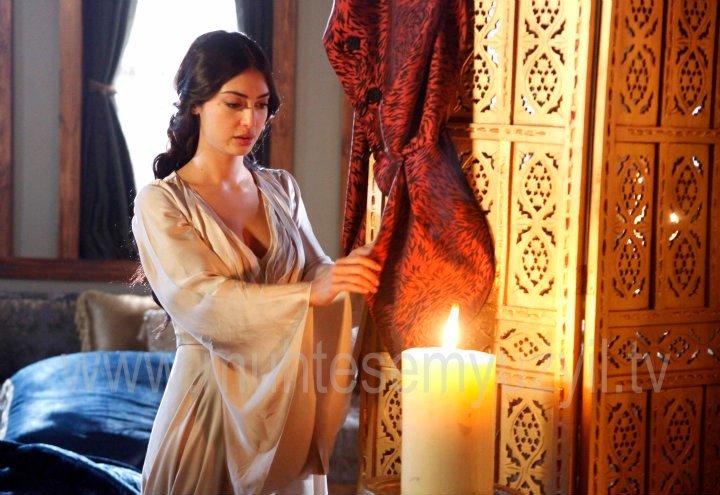 http://images6.fanpop.com/image/photos/33100000/Princess-Isabella-Fortuna-fire-in-the-Villa-muhtesem-yuzyil-magnificent-century-33134127-720-495.jpg